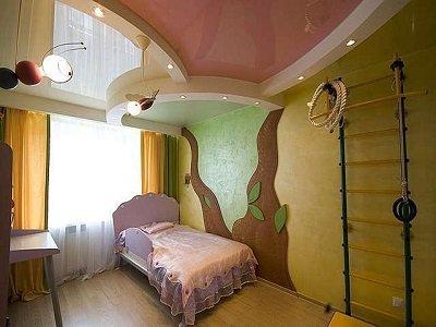 Spanplafond voor emotionele kinderen: rustige kleuren