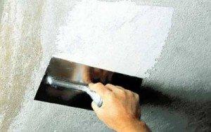 Hoe het plafond met uw eigen handen uit te lijnen: verschillende methoden en implementatiemethoden