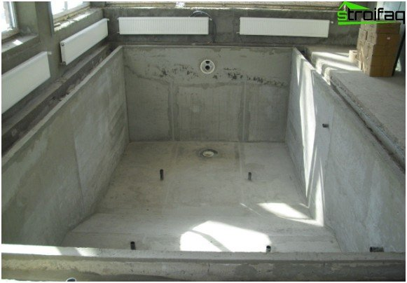 Concrete pool bowl