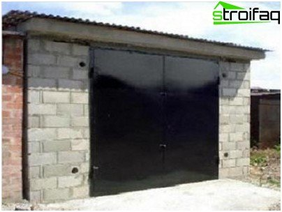 Option 1 - Garage of foam blocks with your own hands