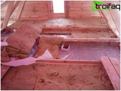 Thermal insulation of a bathhouse ceiling