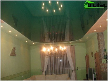 Stretch ceiling in green vinyl