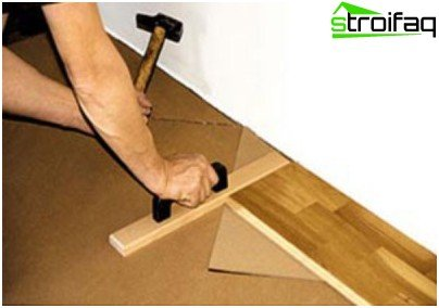 How to finish a panel of a parquet board into place