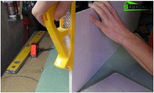 تعديل نهايات الحوائط الجافة أثناء تركيبها