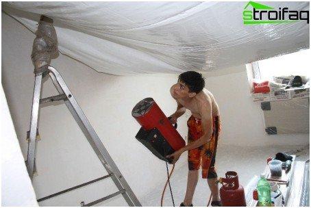 Stretch ceiling heating with a gas gun