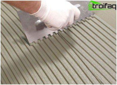 바닥에 타일 접착제를 적용하는 방법
