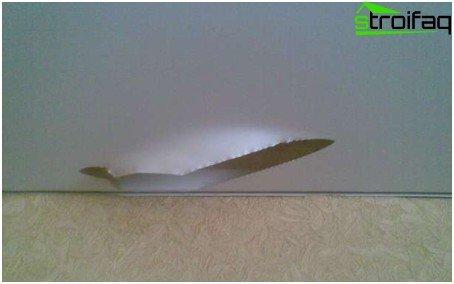Danni al soffitto teso