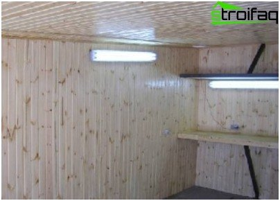 Za pravilno postavljanje potrebna je svjetiljka s općenitom rasvjetom i svjetiljka iznad radne ploče