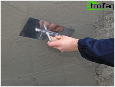 Вирівнювання стін штукатуркою перед облицюванням кахлем