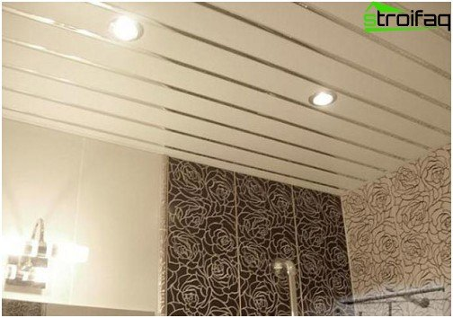 Slatted ceiling with inserts