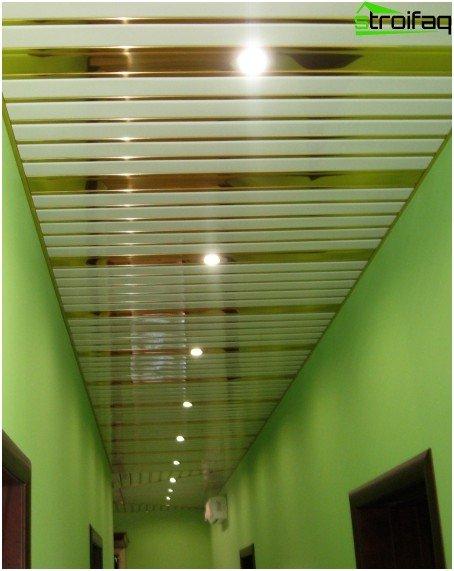 Lattenrost im Korridor