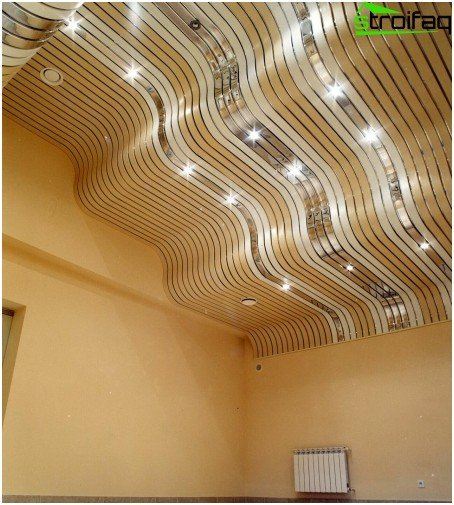 Slatted ceilings in the hallway