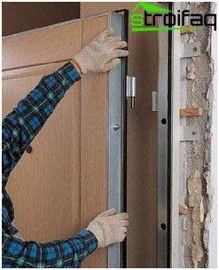 El método de quitar la puerta en bisagras plegables