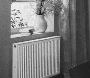 Tilstedeværelsen av doble vinduer på vinduene gjør det mulig å redusere kraften som kreves for tilstrekkelig oppvarming med 20%