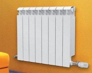 Kraften til en seksjon av en bimetallisk radiator er 122 watt