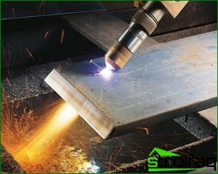 You can cut metal in different ways.