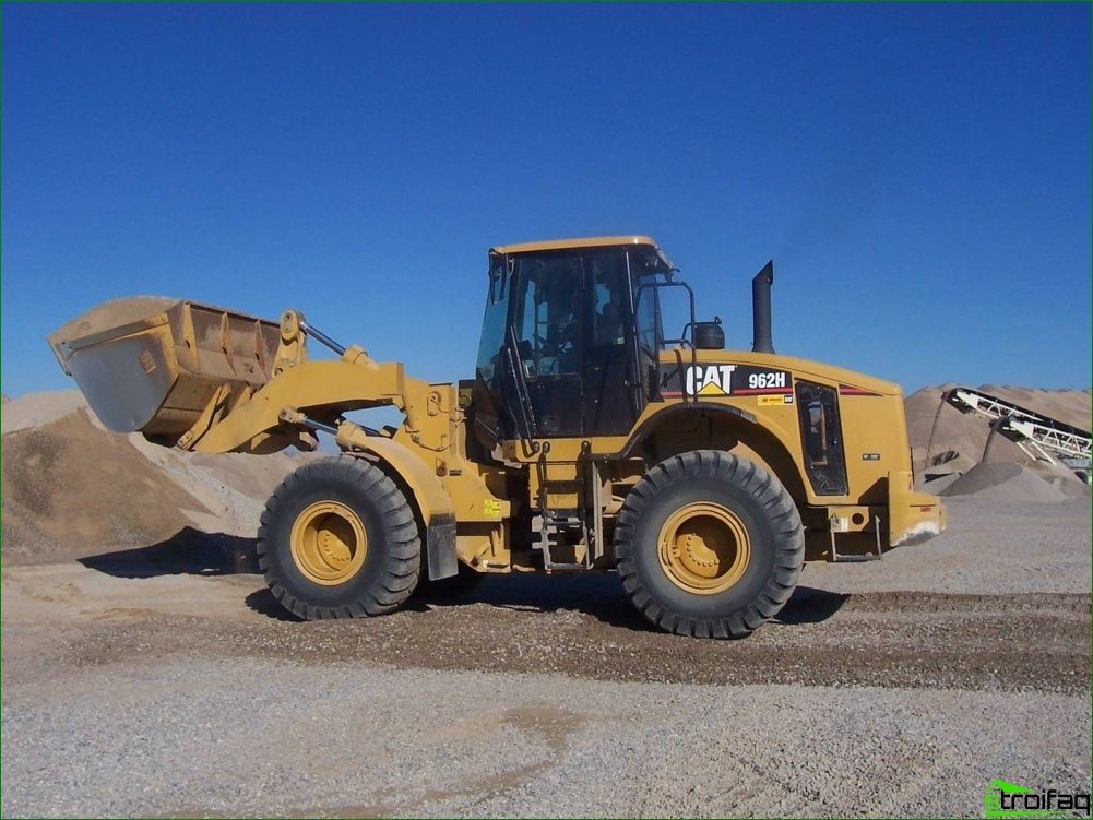 Caterpillar loaders: scope, advantages, features