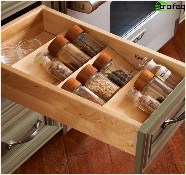 Ikea - 1: n keittiökalusteiden hyllyt ja laatikot