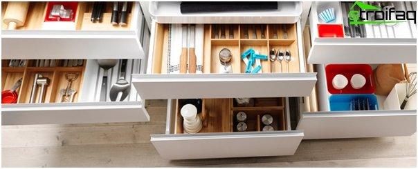 Ikea - 3: n keittiökalusteiden hyllyt ja laatikot