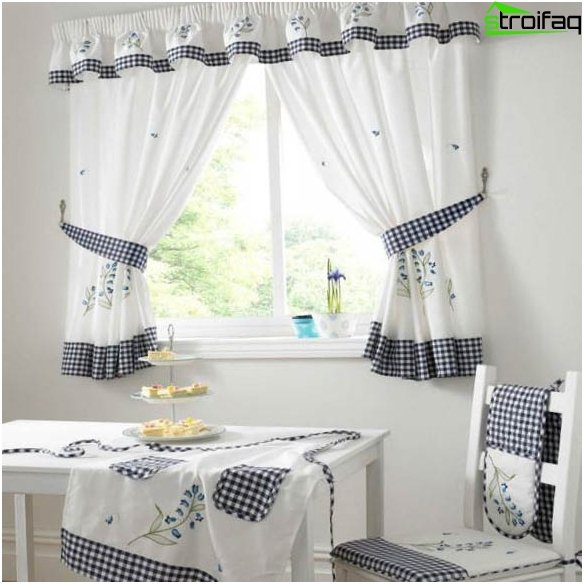 Design af gardiner til køkkenet 4