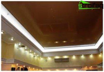 إضاءة LED على السقف