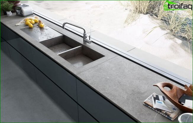 You can integrate the sink into the countertop of the kitchen windowsill