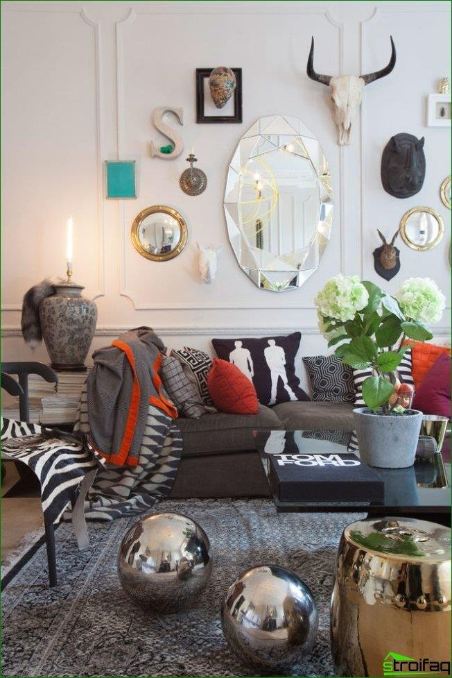 Los espejos facetarios se han vuelto cada vez más comunes en interiores de estilo ecléctico.