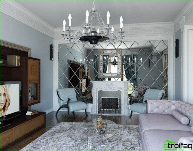 El espejo facetado en toda la pared opuesta a la ventana hará que la habitación sea visualmente más grande y la llene de luz adicional.