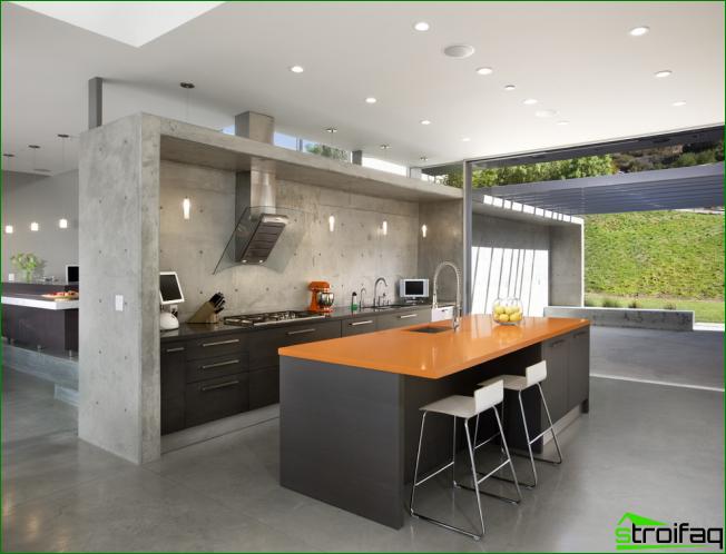 Moderni keittiö ilman yläkaappeja näyttää tilavammalta, mutta vaatii myös enemmän alakaappeja