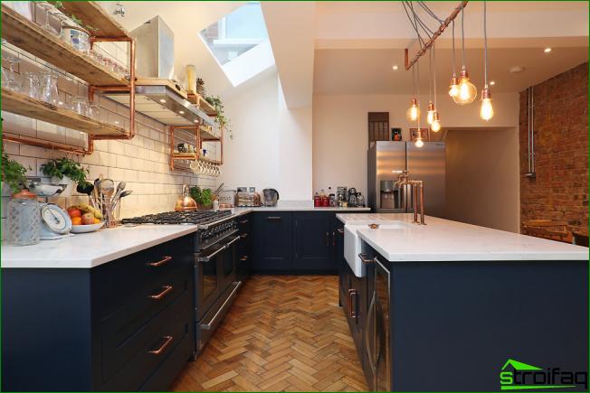 Keittiön teollinen tyyli on usein ilman yläkaappeja.