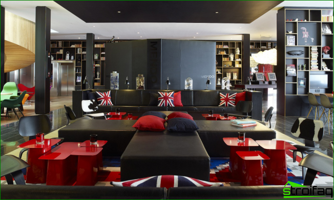 London style complement glossy tables