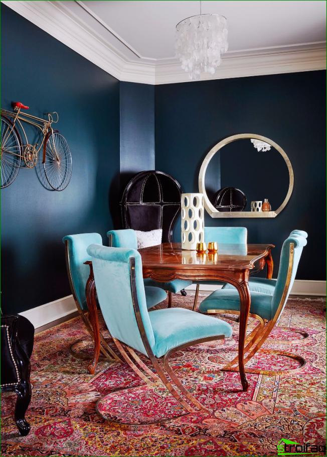 La combinación perfecta de colores en la sala de estar con una mesa de madera lacada.