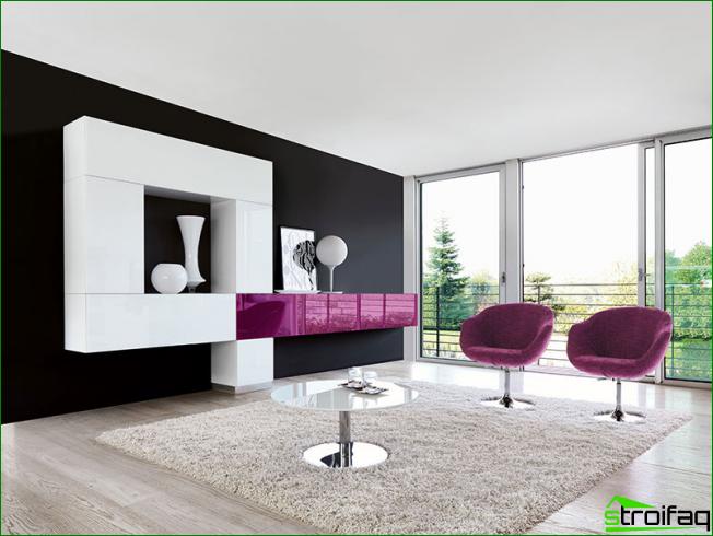 El juego de muebles brillantes se ve muy bien en habitaciones