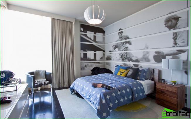 Amplia habitación para un adolescente con un gran patrón gráfico en toda la pared.