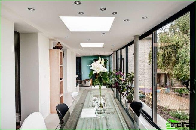 A bright interior with an abundance of light, both natural and artificial, visually increase the space