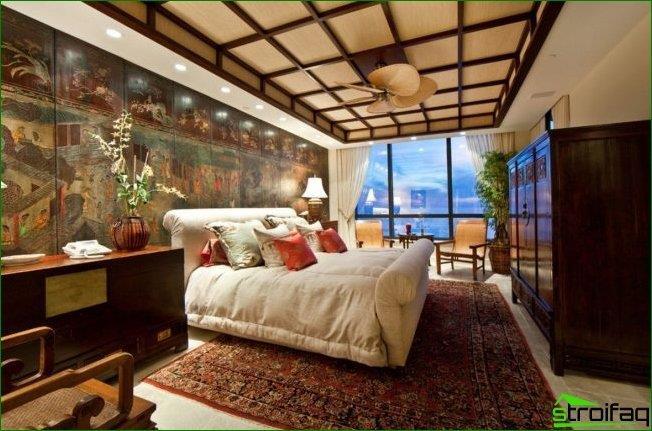 الزخارف اليابانية في المناطق الداخلية من المهراجا هي غلبة الخشب في الداخل ، وخطوط بسيطة ولوحات تقليدية من حياة اليابان