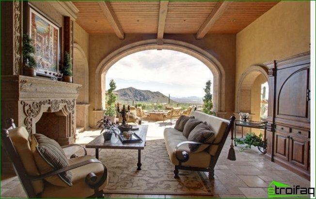 ألوان رملية في الديكور وعناصر منحوتة والوصول إلى الشرفة بحجم الجدار بالكامل - غرفة المعيشة في الداخل من المهراجا