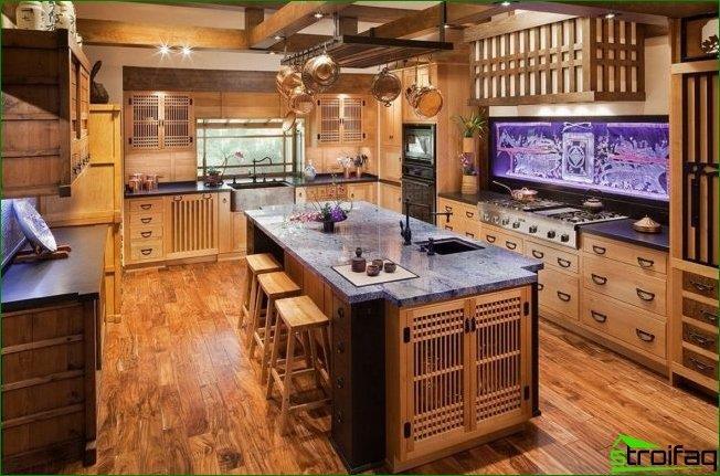 مطبخ على الطراز الياباني: استخدام الخشب في الديكور ، وحدة المطبخ ، كونترتوب من الرخام ومئزر مطلي