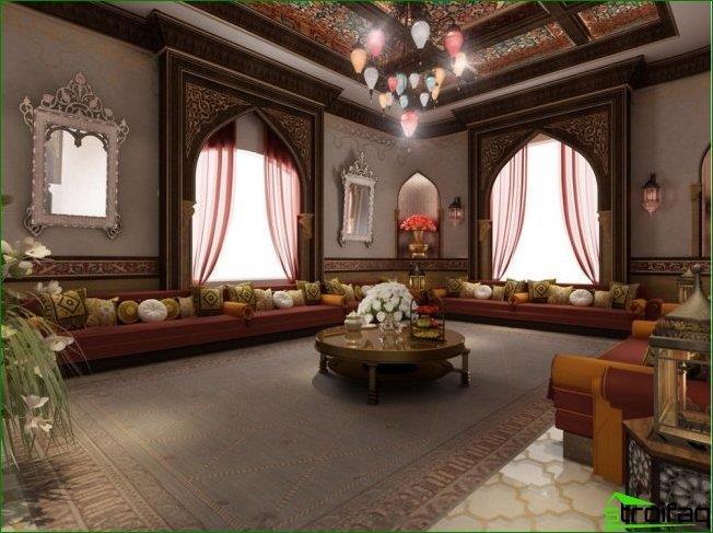 التصميمات الداخلية للمهراجا: الوسائد هي شيء لا غنى عنه في الداخل من الطراز العربي