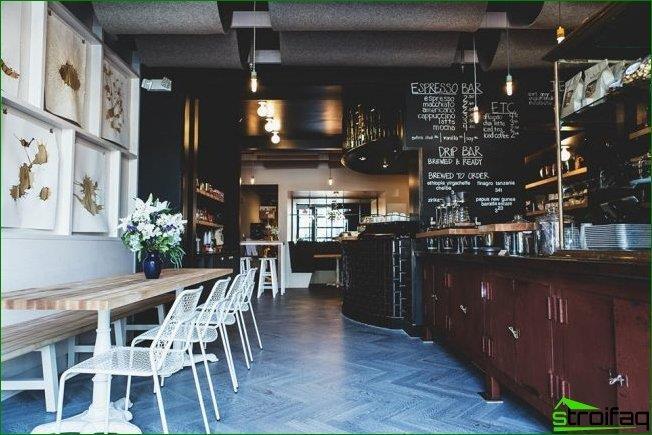 Estilo loft en el diseño de la cafetería.