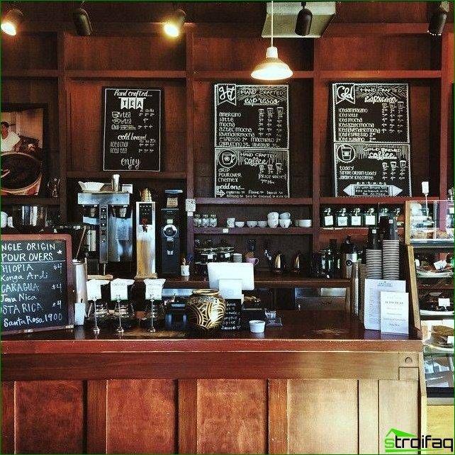 Los clásicos de las cafeterías de diseño incluyen paneles de madera.