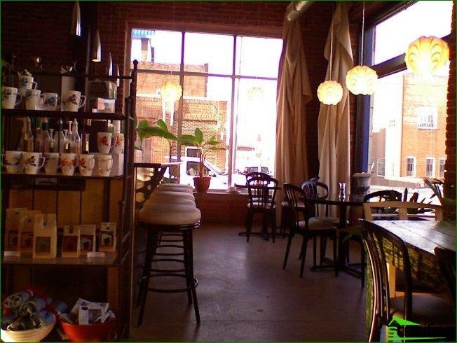 Pequeña cafetería de diseño clásico.