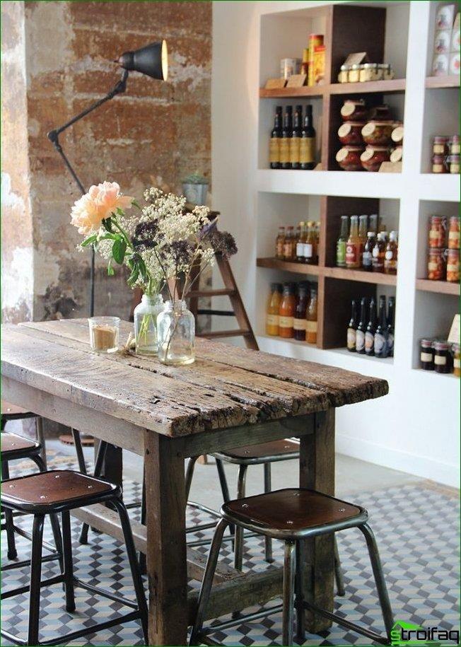 País francés en una cafetería interior