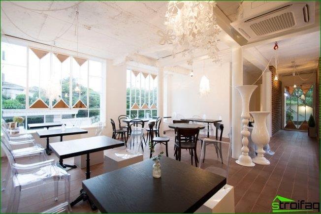Art Nouveau combinado con Provenza en el diseño de la cafetería.