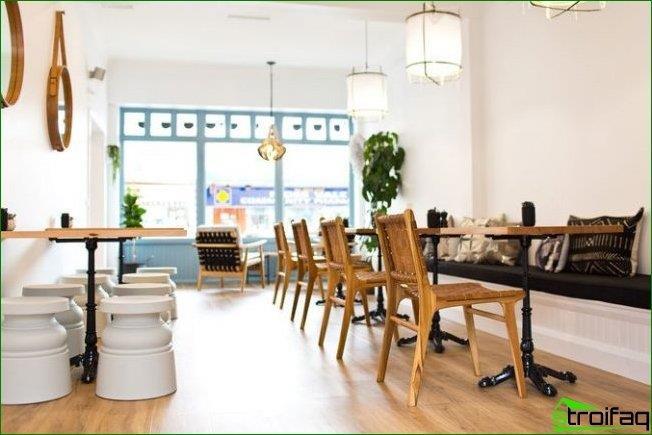Para la decoración de una cafetería moderna, pueden surgir cosas completamente diferentes, incluso a veces incompatibles.