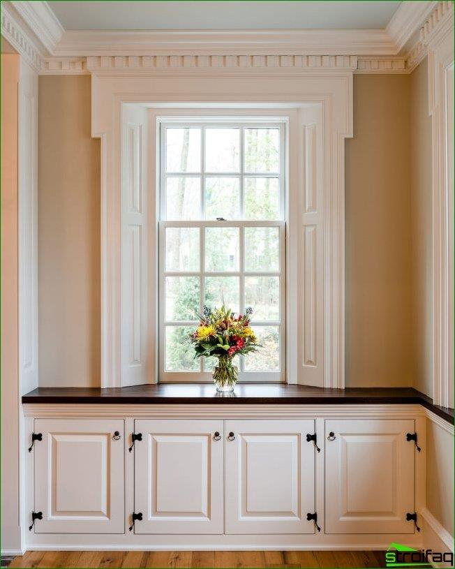 You can arrange additional storage space in the corridor of your home under the original tabletop windowsill