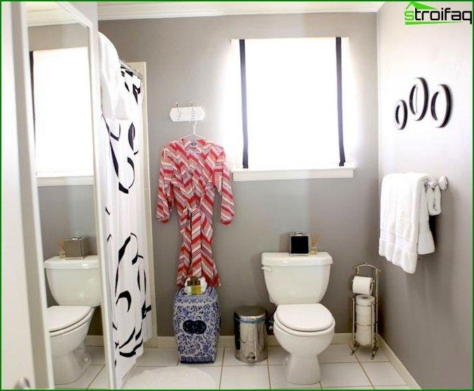 Photos of the interior of the toilet 2