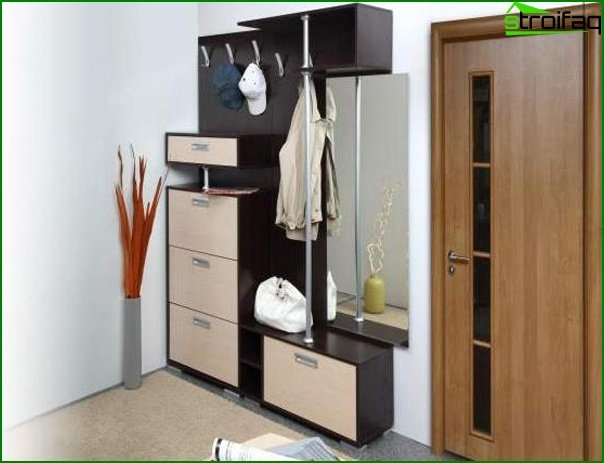 Photo of the design of the hallway with compact furniture