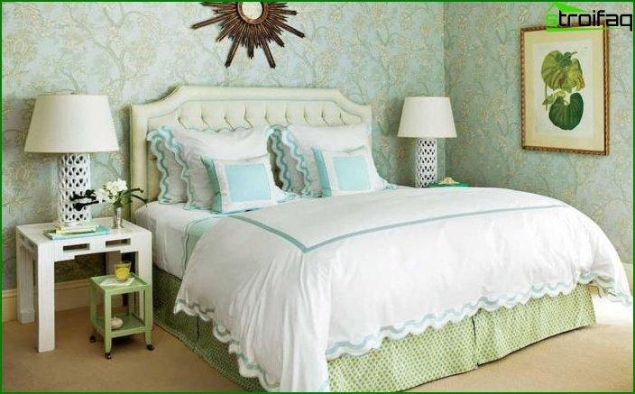 Decoración de dormitorio con un tipo de papel tapiz 4