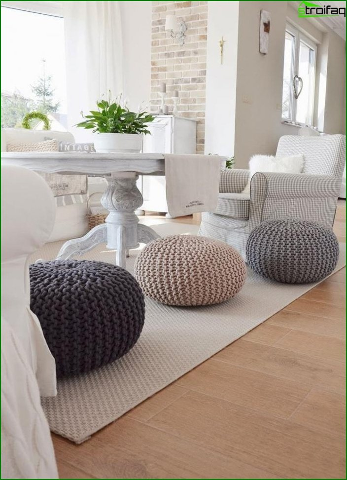 Knitted pouffes in the interior 5